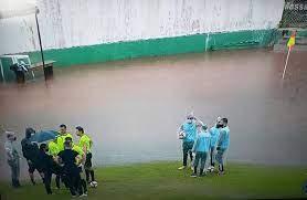 Coritiba x Cascavel CR: Jogo é suspenso após chuva alagar gramado em  Arapongas