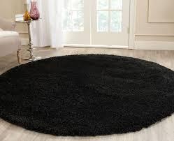 round rug black