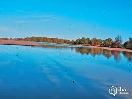 location vacances de particulier à particulier lac dans le parc naturel de la brenne lussac les châteaux