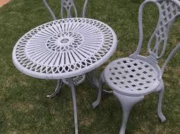2x chairs and round table aluminium thus rust free