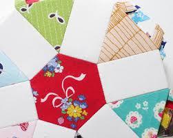 Red Pepper Quilts: Wagon Wheel Quilt - An English Paper Piecing ... & Wagon Wheel Quilt   English Paper Piecing   Red Pepper Quilts 2016 Adamdwight.com