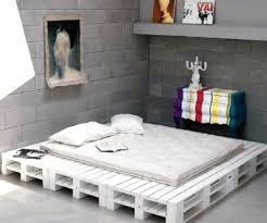 Oversized bed frame 70 pallets of furniture - beautiful craft and interior  design ideas for you