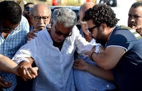 صور وفيديو/ الاخوان ميكري ينهارون في جنازة شقيقهم الفنان حسن ميكري ! - زنقة 20