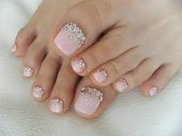 Toenail designs with rhinestones - how you can do it at home ...