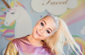 <b>Too Faced Taps</b> RaeLynn for Festival Makeup Collection – WWD