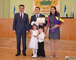 Городской конкурс Молодая семья  Семья Салаватовых из Октябрьского района получила диплом в номинации За спортивный дух а также дополнительный приз от Республиканского центра