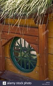 Gartenhaus Fenster Grün Grasdach Stockfoto Bild 280596209 Alamy