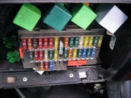 demister switch? electrical forum peugeot 306 gti 6 & rallye Fuse Box Layout For Peugeot 306 looking at the location you can see the relay housing socket is orange fuse box layout for peugeot 306