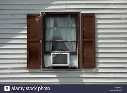Fenster Klimaanlage Von Der Ausserhalb Des Hauses Gesehen Stockfoto