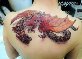 татуировка на спине у девушки дракон фото рисунки эскизы