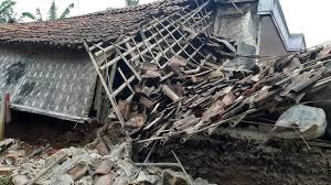 Serangkaian gempa bumi dan letusan gunung berapi terjadi di kawasan yang biasa disebut ring of fire di pasifik, hari selasa (23/01). Dampak Gempa Hari Ini Di Sukabumi Sejumlah Rumah Rusak Berat Pikiran Rakyat Com