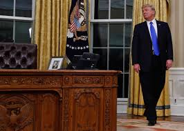 White House Oval Office Desk Oval Office Desk Wood Chairs White