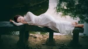 Image result for Hình ảnh áo dài tóc dài hoc trò ngồi đẹp