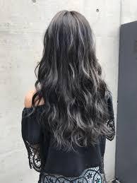 暗い髪でもハイライトでコントラストをしっかりと 夏におすすめのハイ
