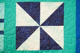 25 Half Square Triangle Quilt Patterns | FaveQuilts.com & Half Square Triangle Block Pattern Adamdwight.com