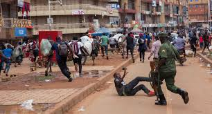 Forbacher Pfarrer berichtet: Polizei in Uganda setzt Corona-Regeln brutal  durch