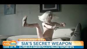 sia furler spoons lena dunham on late night with seth meyers daily mail