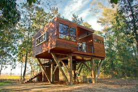 tree house pictures. And A Fire Pit On The Ground Level. All Enclosed Rooms Have Heat AC. Each Season Brings New Sea Of Crops In Bordering Field With Magnificent Tree House Pictures R