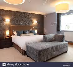 Moderne Schlafzimmer Mit Wandleuchten Und Tischleuchten Seite