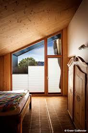 Ein gebäudeabschnitt zwischen den oberkanten der fußböden übereinanderliegender räume oder ein lichter abschnitt zwischen der oberkante des fußbodens und der unterfläche des daches, wenn die jeweils. Holz Alu Fenster Alles Wissenswerte Zum Holz Aluminium Rahmen