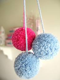 There's almost no end to the different things you can try when you have  learn how to make a pom pom. So, let's learn how it then.