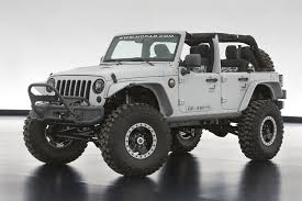 jeep wrangler mopar recon has a 470 hp 6 4 liter hemi v8 mopar carte engine there is an array of mopar parts including the front and rear half door