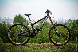 riding bikes mtb polygon collosus dhx