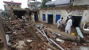 Erdbeben sind bodenerschütterungen, die folgen eines plötzlichen erdtektonische veränderungen, das heißt veränderungen in der struktur unserer erde, können also zu erdbeben führen. Zahlreiche Tote Nach Erdbeben In Pakistan Aktuell Asien Dw 25 09 2019
