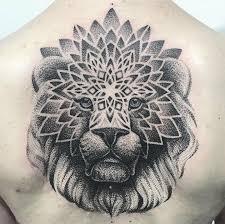 черная тату животные лев на спину голову руку для девушек