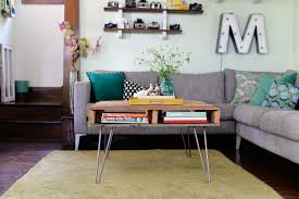 a stylish wood pallet coffee table with storage and hairpin legs