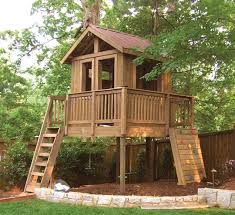 garden landscaping: Fabulous Outdoor Tree House Design Which Is Completed  With Wooden Ladder And Kids