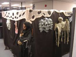Halloween decorations for the office Cool Nerveracking Three Headed Skull For Halloween Decoration Contest Youandkids 55 Best Halloween Cubicle Ideas Worth Replicating At Your Office