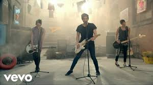 <b>5 Seconds of Summer</b> - She Looks So Perfect - YouTube