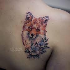 цветная женская татуировка на спине лиса и цветы в стиле акварель