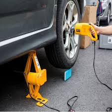 Read our review about vehicle lifts you can take anywhere. 2 5 Ton 12v Electric Scissor Car Jack Tech Nuggets