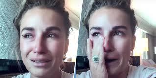 Jessie James Decker cries after reading ...