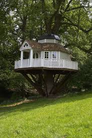 simple kids tree houses. This Tree House Design Ideas For Adult And Kids, Simple Easy. Can Also Be Used As A Place (to Live In), Amazing Tiny Treehouse Kids Houses