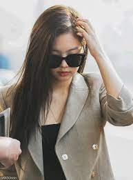 Jennie with glass 😎 - 𝐊𝐈𝐌 𝐉𝐄𝐍𝐍𝐈𝐄 𝐂𝐀𝐌𝐁𝐎𝐃𝐈𝐀   Facebook