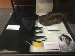 File:Items worn by Eleanor Reinhardt Mills (1888-1922) at the time ...