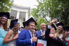 выпускники КФУ получили дипломы из рук ректора Ильшата Гафурова  Лучшие выпускники КФУ получили дипломы из рук ректора Ильшата Гафурова Ильшат Гафуров награждение выпускников