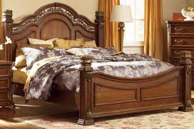 Maletto 3-Piece Queen Bedroom Set with 32