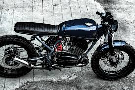 yamaha rd350 from 1980s modified as a