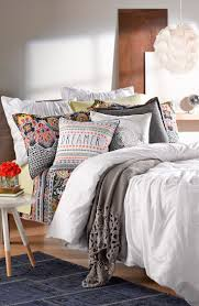 With the mixture of lacy paisley and floral print, this shabby-chic bedding  totally