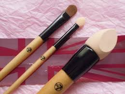 makeup sponge brush. ok so the girls makeup collection gets much bigger as you come to realise how fun it is collect, but what about main ingredient need add sponge brush o