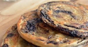 Roti maryam, roti canai, dan roti prata merupakan jenis roti yang mirip satu sama lain. Resep Roti Maryam Ala Rumahan Nggak Susah Loh