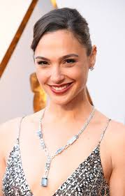 gal s effortless yet chic makeup and hair were just as stunning as her ensemble