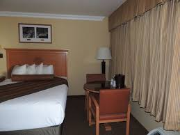 best western premier grand canyon squire inn small round table and two chairs