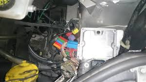 renault trafic dci 2004 car electrics repairs in the engine bay the ecu was exposed and the wiring loom stripped so continuity could be checked where it was found that the canbus line between the uch
