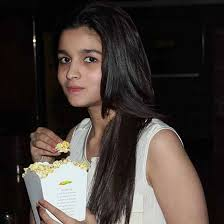 Alia Bhatt Hairstyle caught alia bhatt without makeup pictures top 10 1848 by stevesalt.us