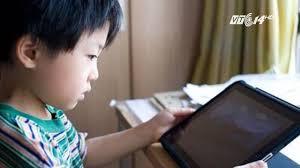 VTC14)_Trẻ dậy thì sớm có thể do tiếp xúc với phim, ảnh người lớn - YouTube